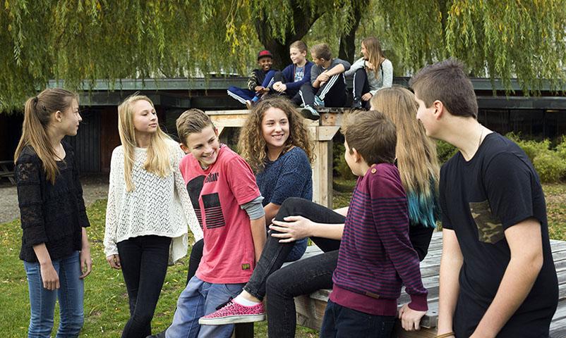 Forside og opslagsbillede til Du Bist Dran, Alinea. med Katrine Rørvig Bruun på Enghavehavegård Skole, Søborg.