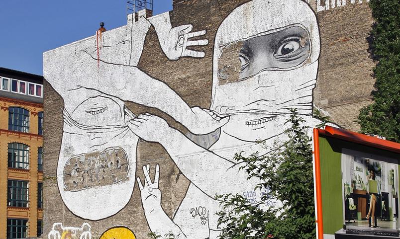 GRAFFITI ON WALLS IN THE KREUZBERG NEIGHBOURHOOD, FRIEDRICHSHAIN, BERLIN, GERMANY